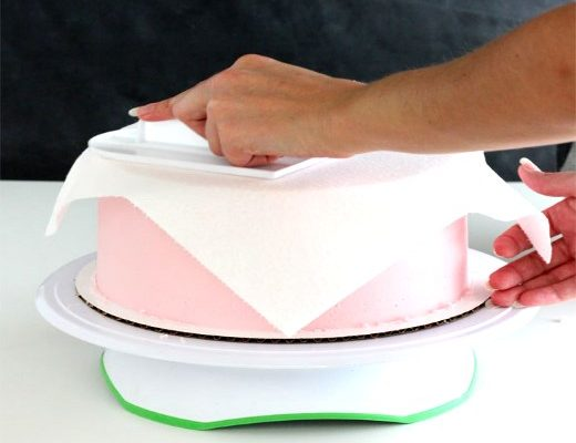 Viva Paper Towel Method for smoothing frosting
